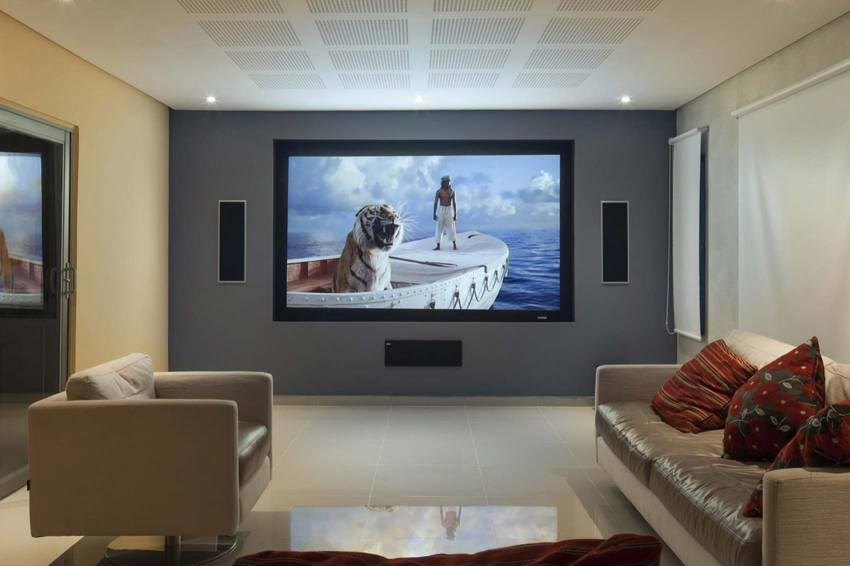 best pull down projector screens